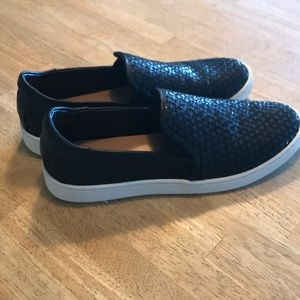 UGG NWOT Casual Sparkle Toe Shoes